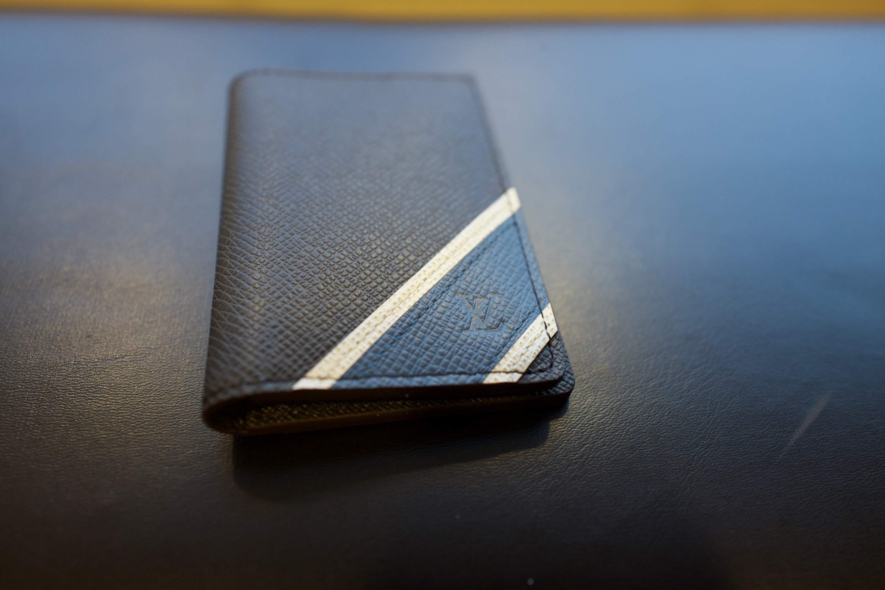 LV card holder4.jpg